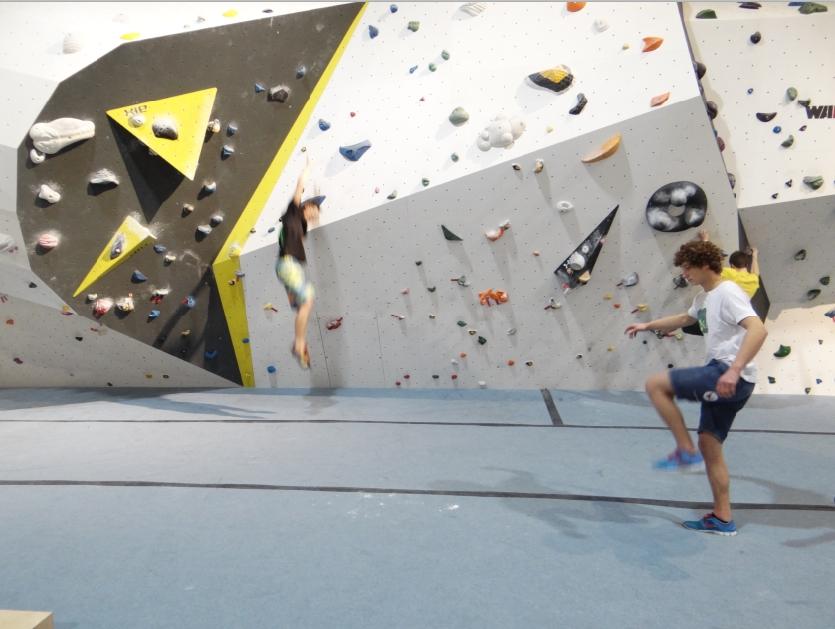 1.400 m2 Kletterfläche mit einer Höhe von 14,5 m und 1.200 m² für Bloulder-Fans.